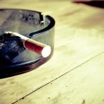 Przypalanie papierosów jest pewnym z bardziej zgubnych nałogów